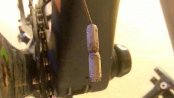 En kraftig magnet reduserer irritasjonen når du har innvendig wireføring