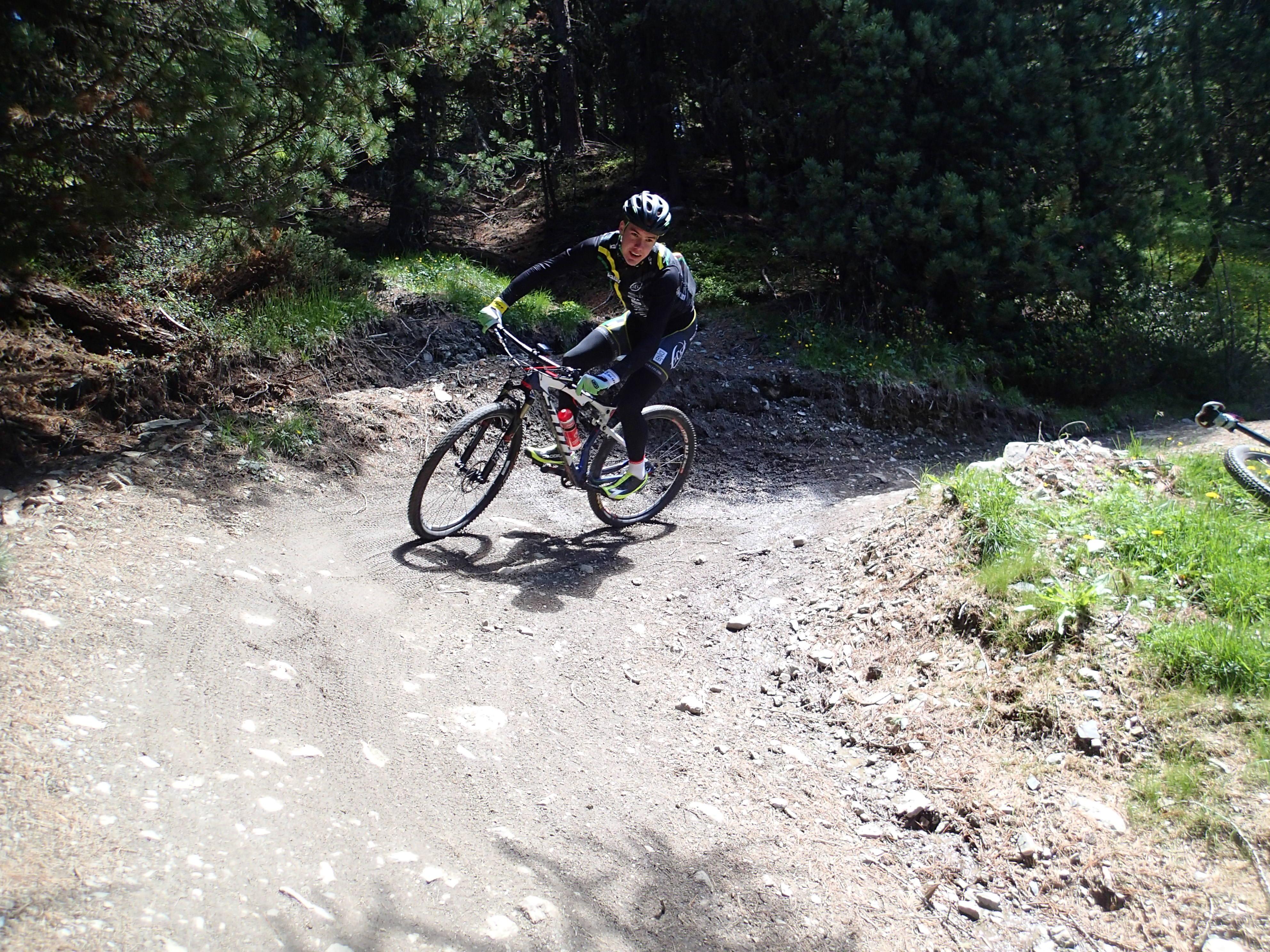 Erik Resell cruiser nedover i mottolino bikepark
