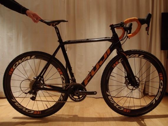 SOLGT: Fuji cx / sykkelkross toppmodell med carbonhjul og Sram Red disc